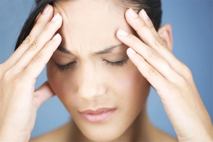 Причины головной боли перед месячными