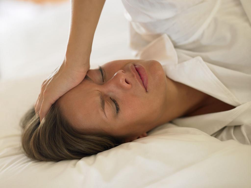 Шум в голове: основные причины и лечение