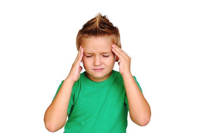 ребенок с головной болью