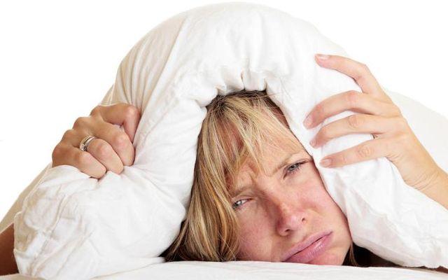 женщина плохо спит