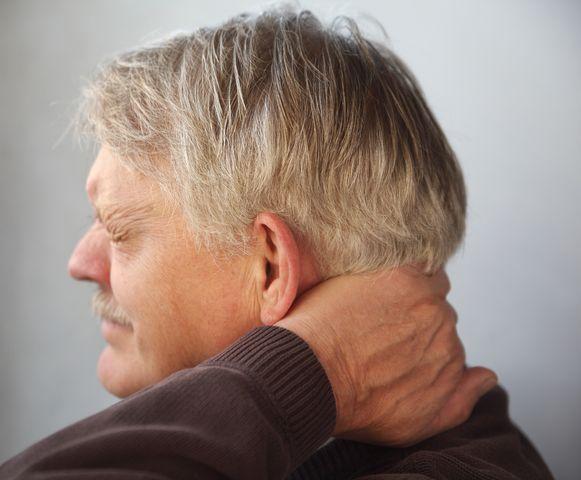 Болит шея и затылок: причины боли в затылке и шее причины и лечение