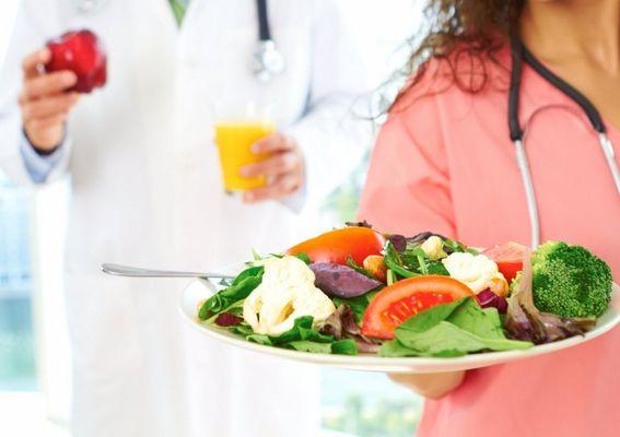 врач и овощи