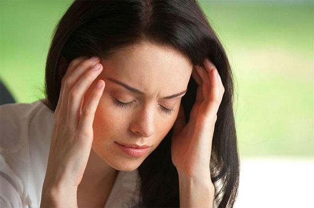у женщины болт голова