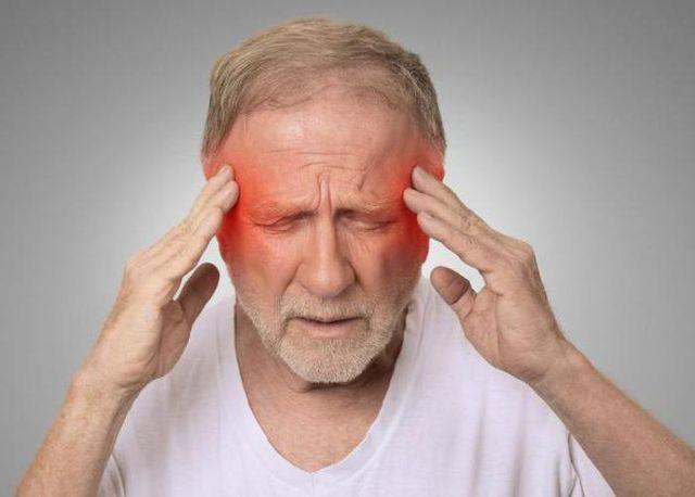 у мужчины боли в голове