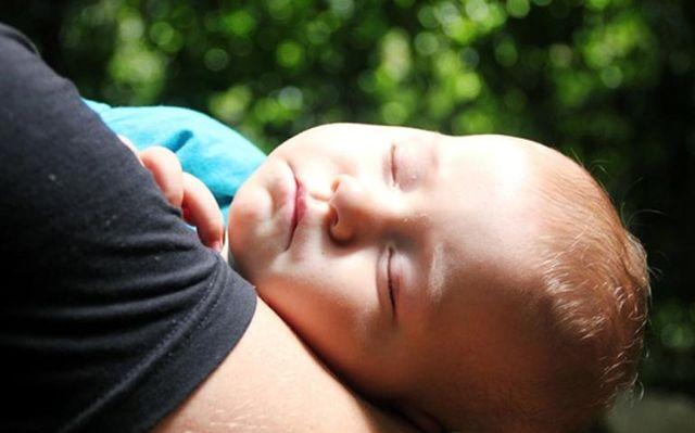 Ребенок уснул на руках