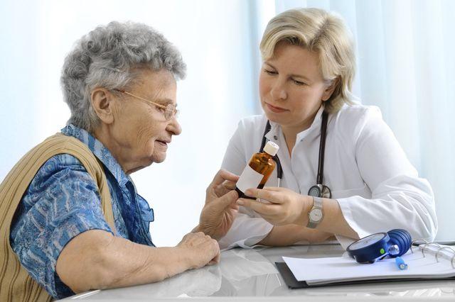 Бабушка у врача
