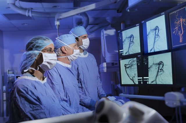 Хирурги на операции