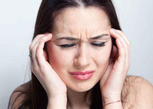 болит голова в области лба что делать