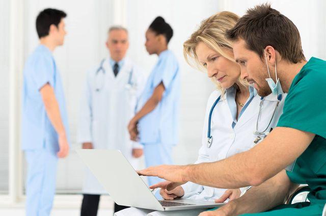 Несколько врачей